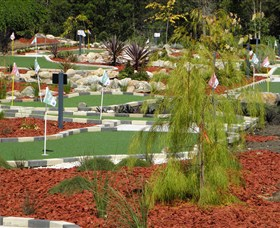 18 Hole Mini Golf - Club Husky - Accommodation in Surfers Paradise