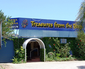 Treasures from the Deep - Opal and Shell Museum - Accommodation in Surfers Paradise