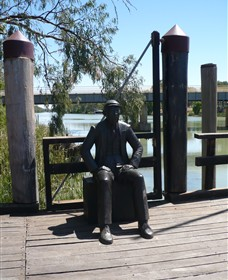 Captain John Egge Statue - Accommodation in Surfers Paradise