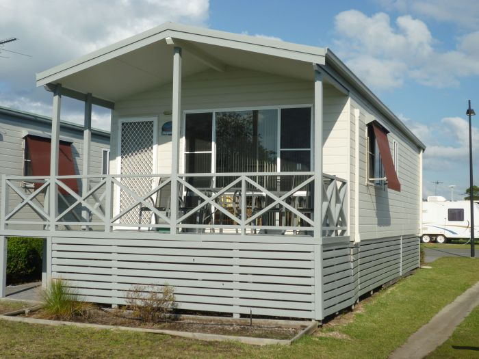 Belmont Pines Lakeside Holiday Park - Accommodation in Surfers Paradise
