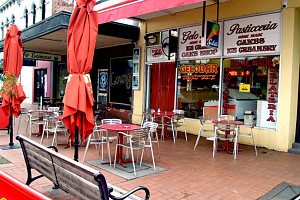 Gelobar - Accommodation in Surfers Paradise