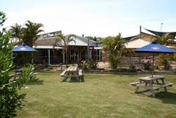 Moonee Beach Tavern - Accommodation in Surfers Paradise