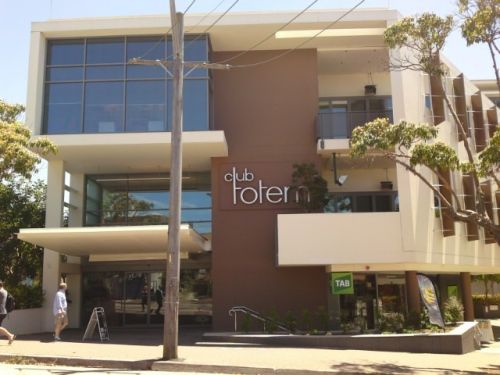 Club Totem - Accommodation in Surfers Paradise
