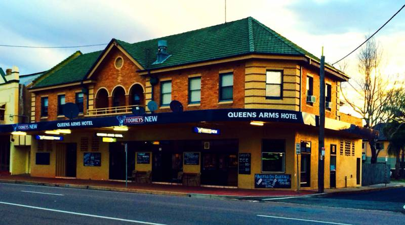 Queens Arms Hotel - Accommodation in Surfers Paradise