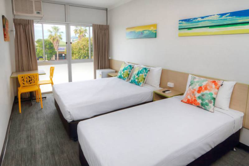 Palm Beach Hotel - Accommodation in Surfers Paradise