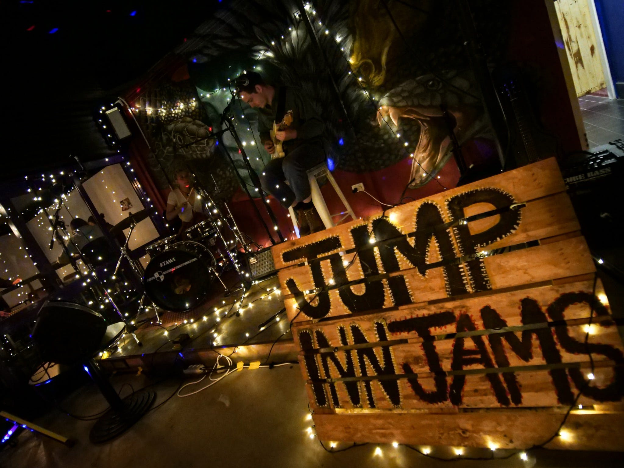 Jump Inn Jam Sessions - Accommodation in Surfers Paradise