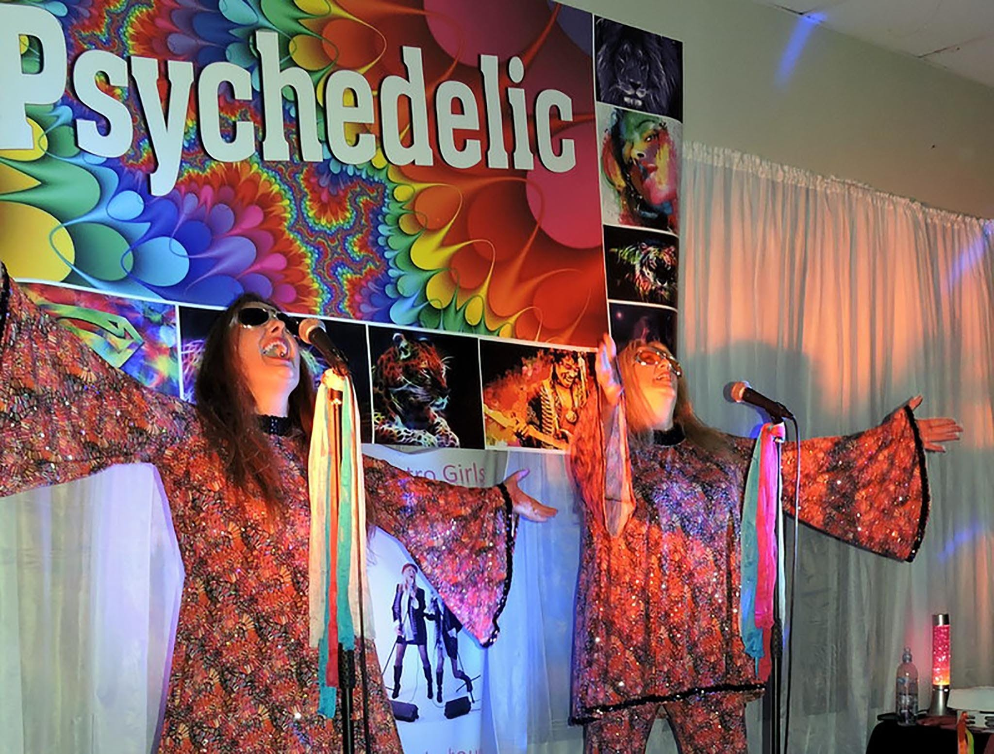 Psychedelic 70s Show The Retro Girls - Accommodation in Surfers Paradise