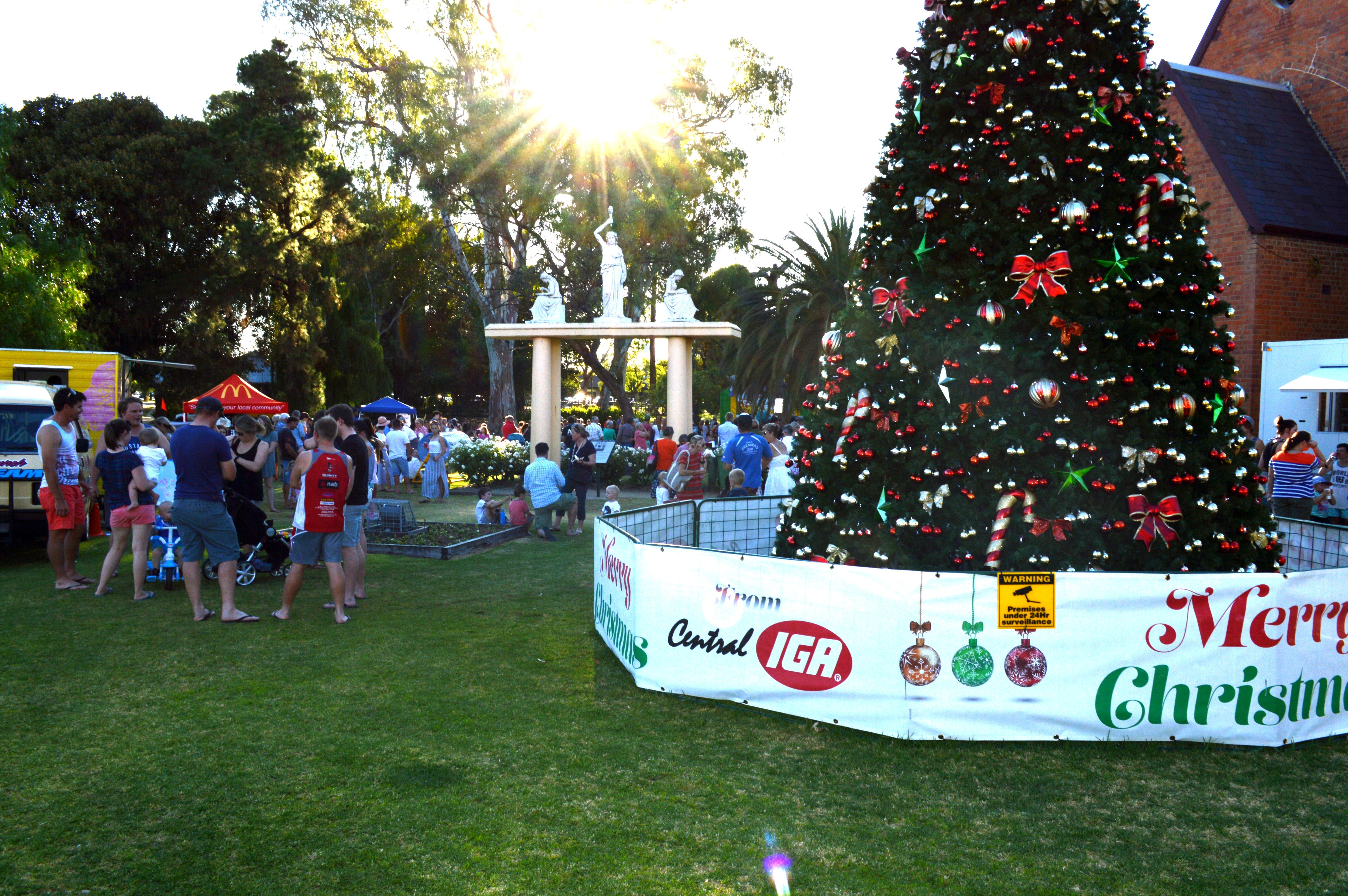 Community Christmas Party and Carols by Candlelight - Accommodation in Surfers Paradise