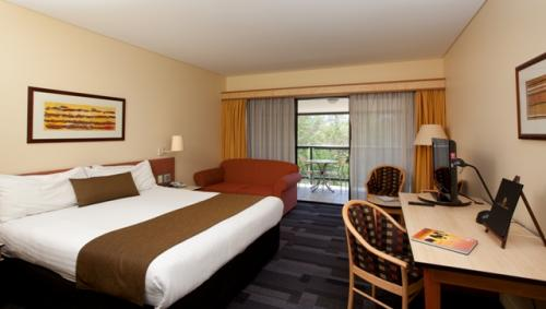 Alice Springs ResortMercure - Accommodation in Surfers Paradise