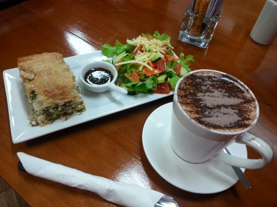 Killing Time with Coffee - Accommodation in Surfers Paradise