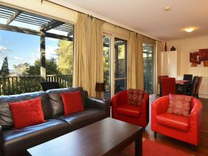 Villa Cypress located within Cypress Lakes - Accommodation in Surfers Paradise