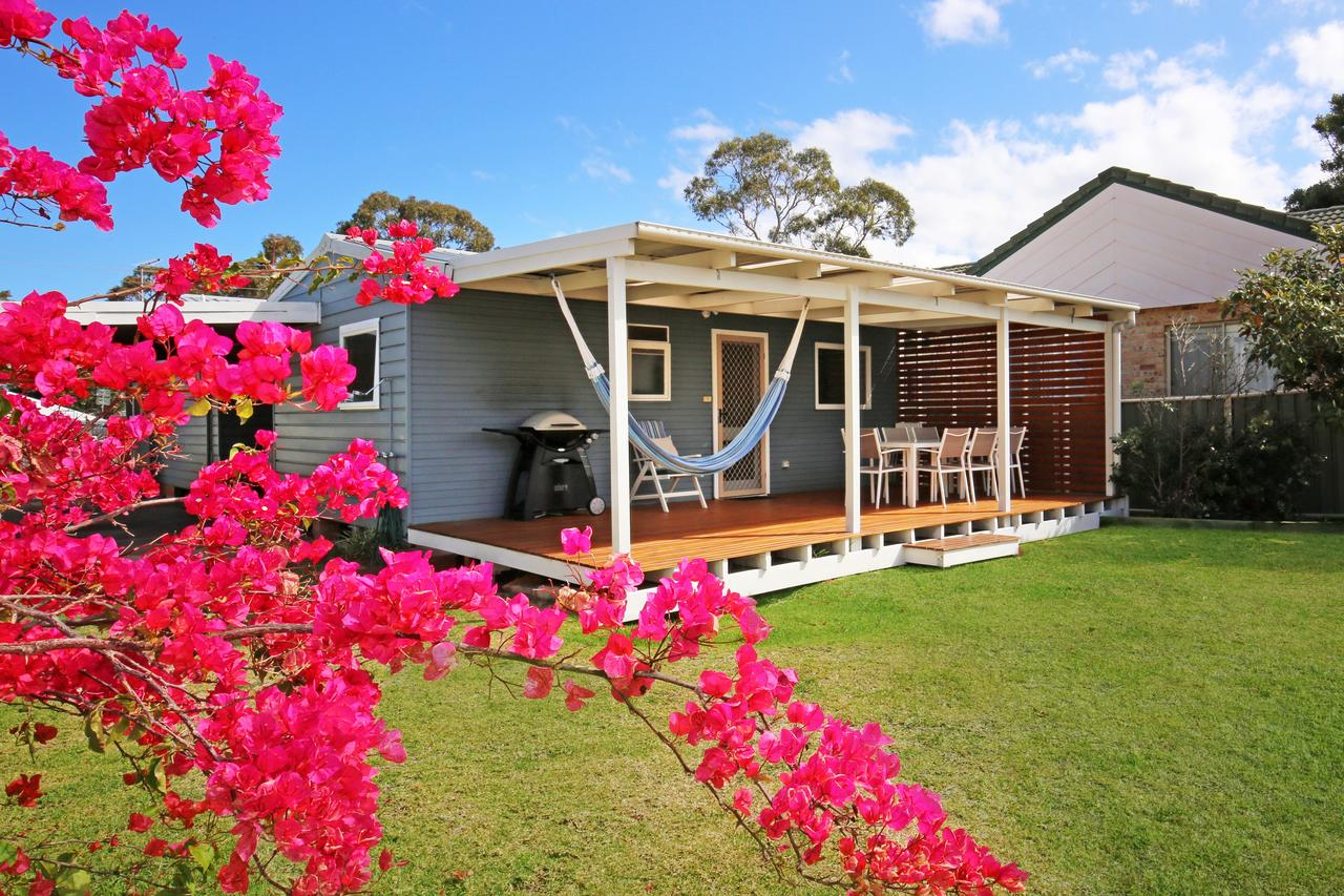 Hayes Beach House - Jervis Bay - Pet Friendly - Accommodation in Surfers Paradise