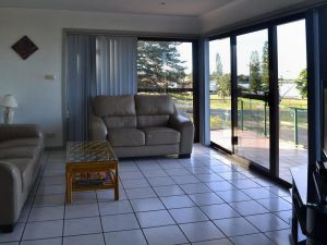 Oxley 8 at Tuncurry - Accommodation in Surfers Paradise