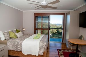 Sinclairs Country Retreat - Accommodation in Surfers Paradise