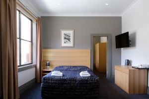 Royal Exhibition Hotel - Accommodation in Surfers Paradise