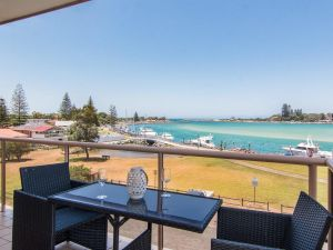 Shoreline 7 with 180 degree water views - Accommodation in Surfers Paradise