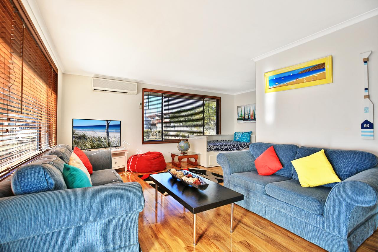 Sandy Toes Beach House Jervis Bay - 2min to Beach - Accommodation in Surfers Paradise
