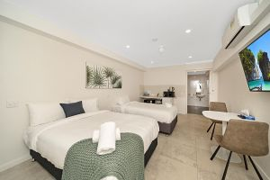 Carlton Suites - Accommodation in Surfers Paradise