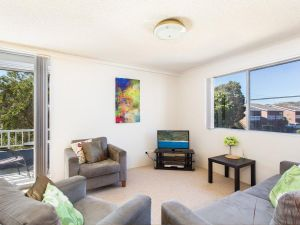 Aquarius 9 - Opposite Wallis Lake - Accommodation in Surfers Paradise