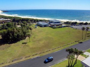 2 Cliff Road - Accommodation in Surfers Paradise