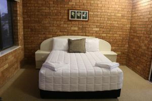Golden Sands Motor Inn - Accommodation in Surfers Paradise