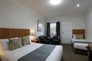 Cadman Motor Inn and Apartments - Accommodation in Surfers Paradise