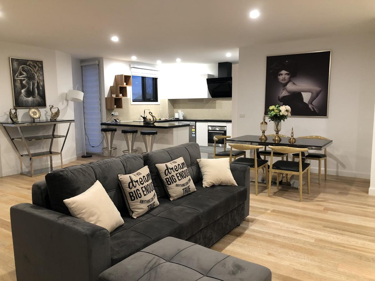Apartments in Phillip Island Towers - Block C - Accommodation in Surfers Paradise