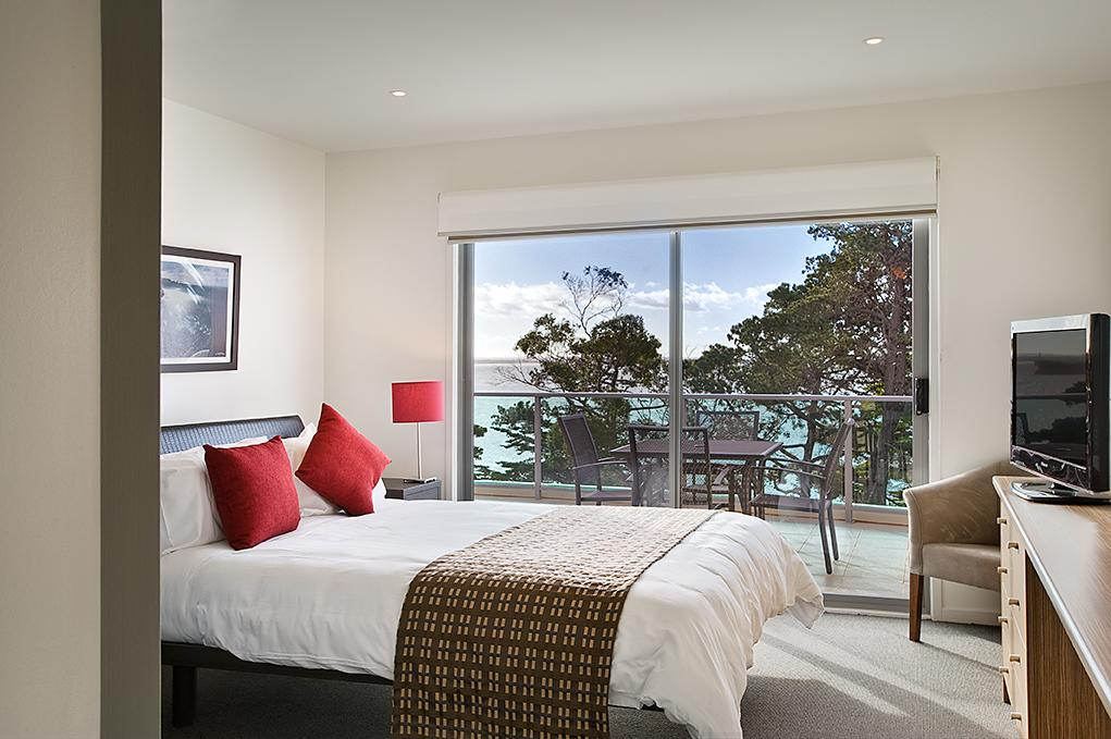 Waves Apartments - Accommodation in Surfers Paradise