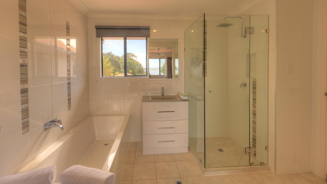Dolphin Waters - Accommodation in Surfers Paradise
