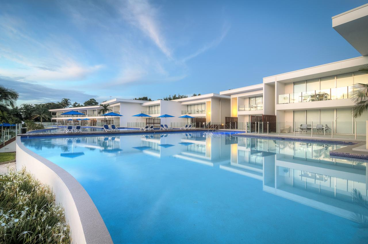 Pool Resort Port Douglas - Accommodation in Surfers Paradise