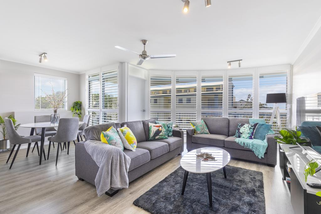 Absolute beachfront penthouse Castaways Beach - Accommodation in Surfers Paradise