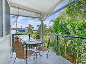 Allamanda House 3 Willow Street - Accommodation in Surfers Paradise