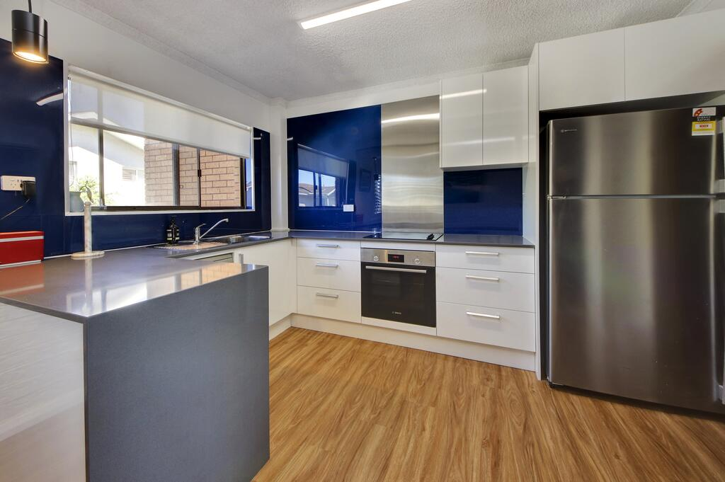 Azure Beach Stop - Accommodation in Surfers Paradise