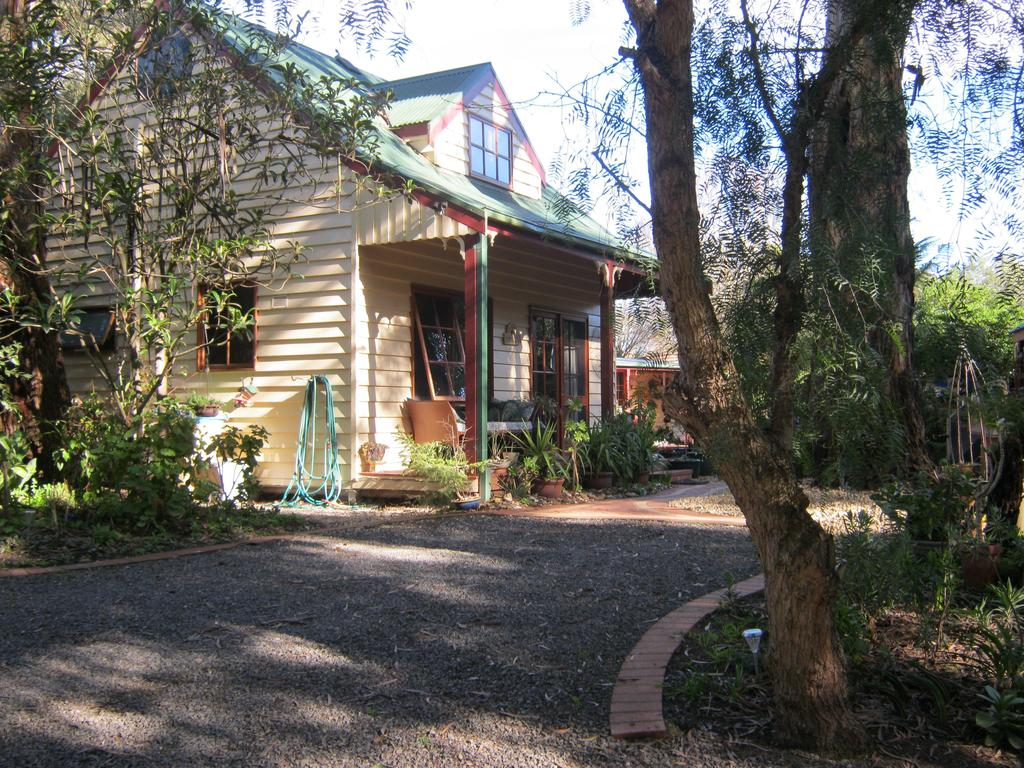 Ballarat cottages incorporating yarrowee cottage and Admirals cottage - Accommodation in Surfers Paradise