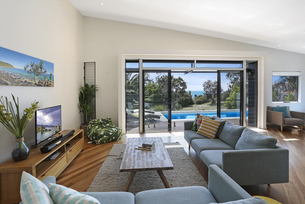 Barefoot Bungalow - Castaways Beach - Accommodation in Surfers Paradise